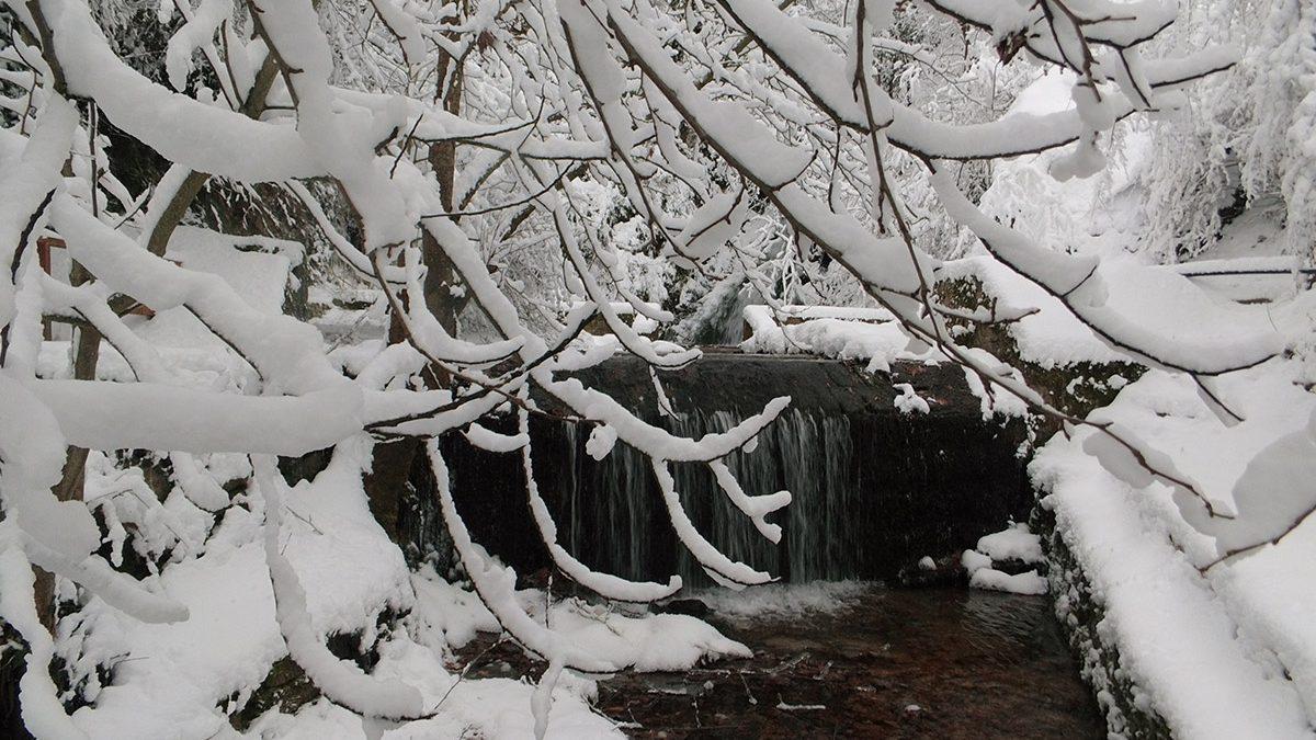 Gabrovo waterfall in winter