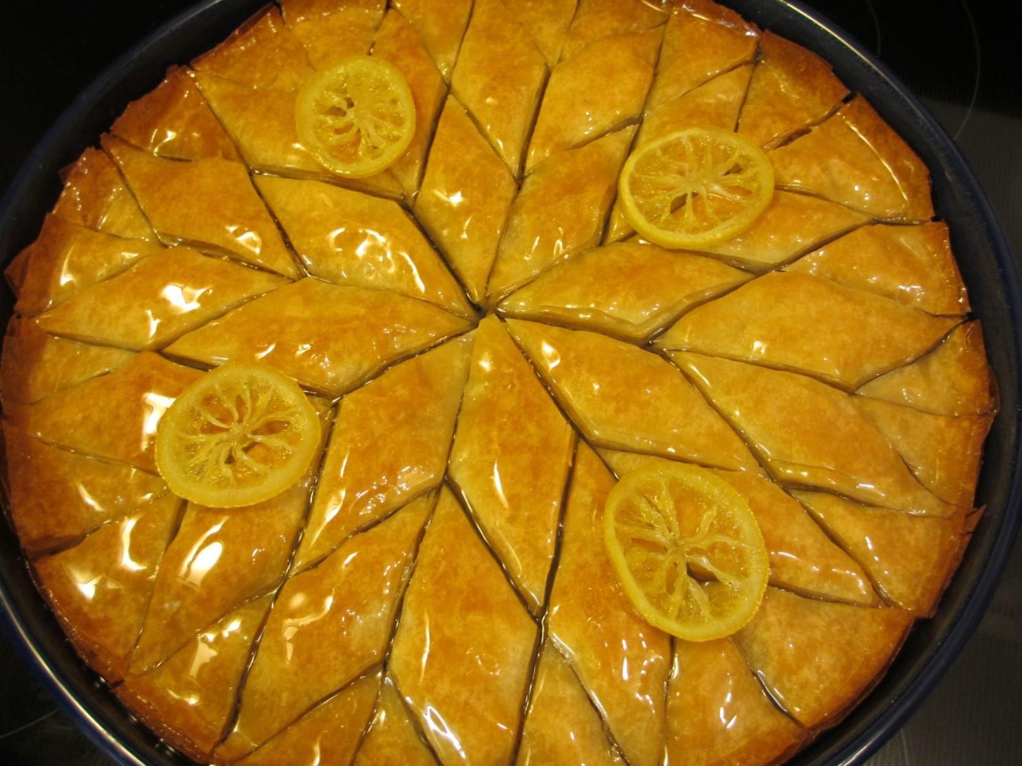 Baklava with lemon circles